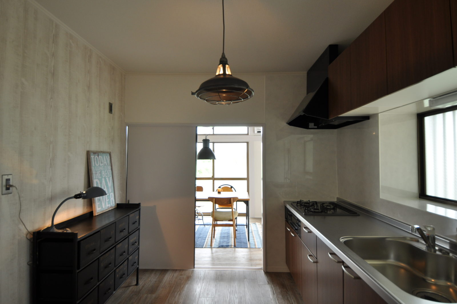 【キッチンⅡ】天井、壁のクロスを張替え、床はビンテージなフロアタイル