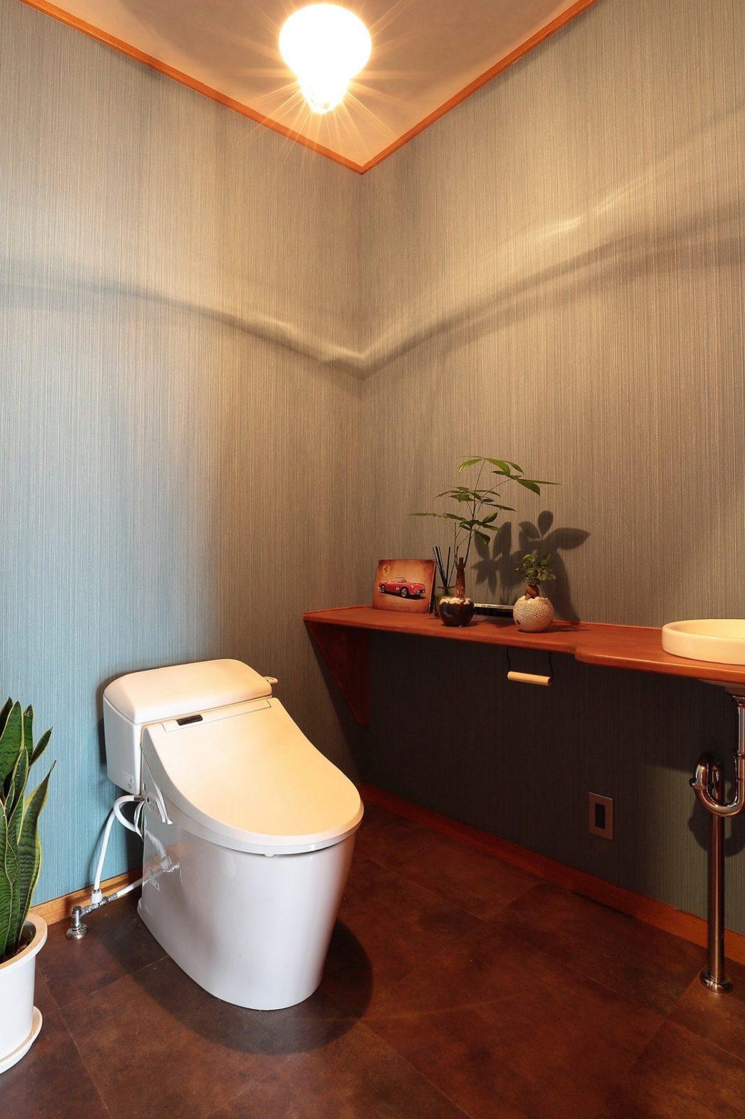 【トイレ】壁クロス張替え、床フロアタイル、ジャニストイレ、造作手洗い